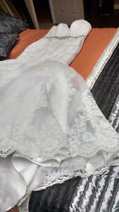 Beautiful used lace wedding dress size 8 PRICE REDUCED