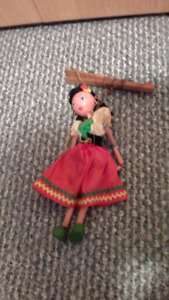 Pair of Puppets - Spanish