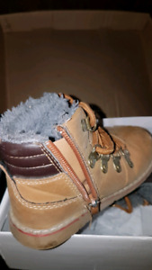Northland toddler tan size 25 or 6 7 shoe zipper boots like new