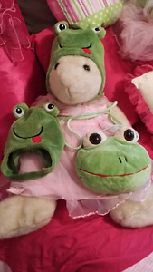 2 twin frog hats & padded sippered bag
