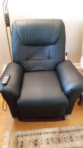 Power lift chair/recliner - black leather