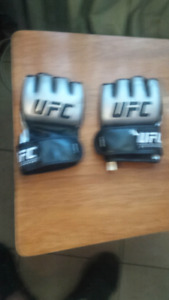 UFC FIGHTING GLOVES (LARGE)