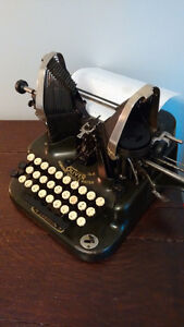 Antique Typewriter Oliver No.5