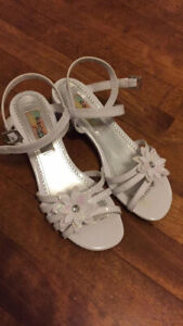 Girls shoes size 4 great condition, worn 1 day!soulier/sandales