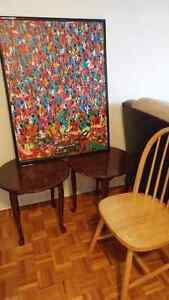 Tables de salon, cadre et chaises