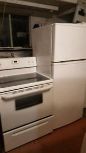 Duo poêle frigo blanc fonctionne très bien peut livré