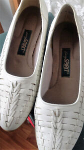 Easy Spirit White Soft Polish Leather Loafer-Sz 10