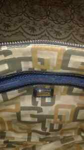 GUESS PURSE - LOW PRICE, BRAND NEW-LIKE, NO TAX Windsor Region Ontario image 4