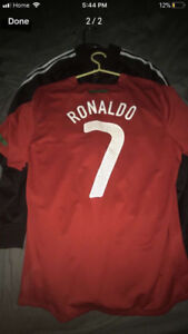 RONALDO JERSEY IN GOOD CONDITION SELLING FOR CHEAP PRICE!!