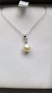 Pearl pendant on sterling silver chain- brand new