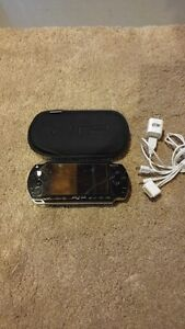 SONY PSP 1001 INCLUDES CASE + CHARGER AND 1 GAME