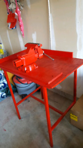 Work-shop bench with vise