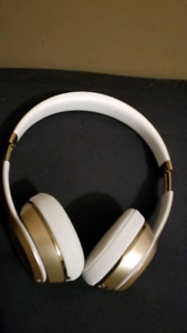 !!! BEATS SOLO 3 GOLD headphones FOR CHEAP