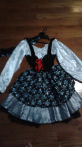Brand New Pirate Girl size M. Costume For Halloween