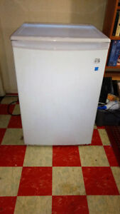Kenmore 4.2 cubic foot upright freezer
