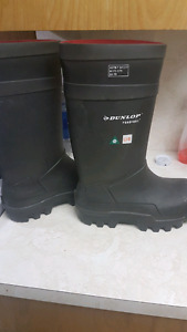 Dunlop steel toe rubber boots
