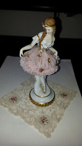 ANTIQUE PORCELAIN DOLL IN LACE SKIRT Kitchener / Waterloo Kitchener Area image 5