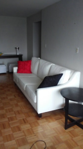 Modern white couch 3 seaters