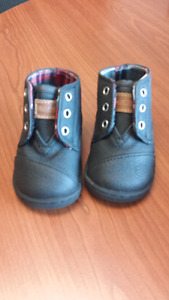 Toms booties/shoes. Size 4. Brand new.