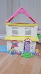 Fisher Price Little People house and family Gatineau Ottawa / Gatineau Area image 2