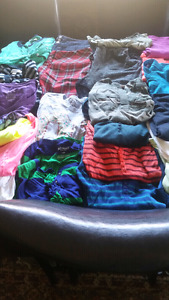 HUGE LOT OF WOMEN'S SIZE SMALL CLOTHES $40