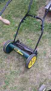 Reel.. hand lawn mowers ..5 to choose from London Ontario image 3