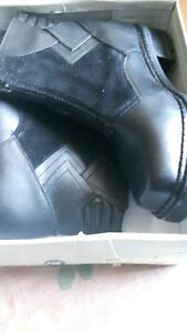 BRAND NEW Leather Winter Boots Bottes D'Hiver en Cuir NEUF