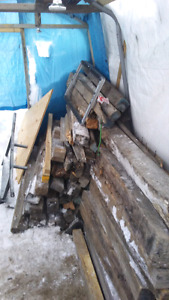 Lot de bois faite mois une offre acheteur sérieux svp