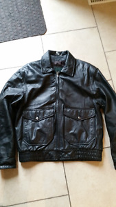 Danier Leather Bomber style jacket excellent condition XS