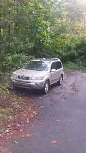 2005 gold Nissan xtrail for parts/repair