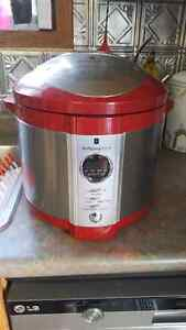 Wolfgang Puck Pressure Cooker with cook books