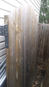 2 portes de clôture en bois traité usagées
