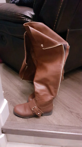 LIKE NEW SIZE 6 BOOTS