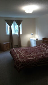 ROOM IN NICE CLEAN HOME/OCT 1ST OR NOV 1ST
