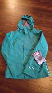 Woman's Oakley Mayhem ski jacket -- New