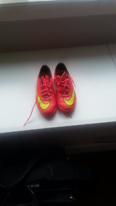 size 1 Nike indoor soccer shoes