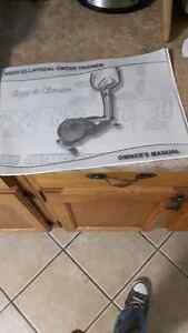 AMAZING DEAL! ELLIPTICAL exercise machine on rollers. Mint cond. Kingston Kingston Area image 3