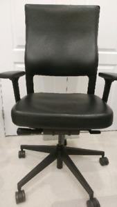 Keilhauer Morley executive leather(Almost New)