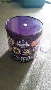 NHL vintage metal collectible large can great condition only 15$ London Ontario image 1