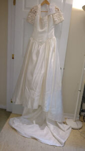 Sample wedding gowns.  UPCYCLE! $40 - DRESS 11