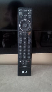 LG 37-inc LCD  HDTV with  wall mount Kitchener / Waterloo Kitchener Area image 2