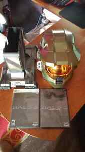 Halo 3 Collectors Helmet and Stand w/game and dvd