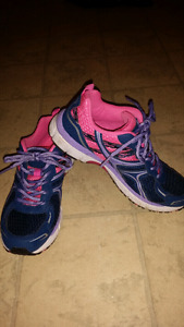 Size 7 brand new running shoes