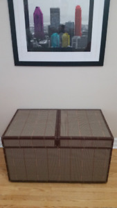 Coffee table - Storage / Linen Chest - In Mint Condition