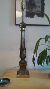 Lampe de table dorée. Vintage - baroque - antique