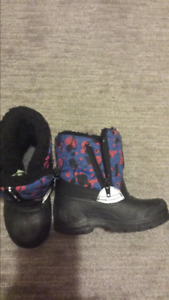 Boys winter boots size 6.  Toddler size