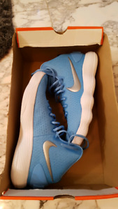 brand new Nike hyperdunks size 10.5