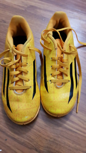 Adidas youth size 2 soccer shoes ($30 OBO)
