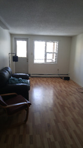 1BEDROOM in 2BEDROOM APARTMENT.AVAILABLE FOR SUBLET IMMEDIATELY