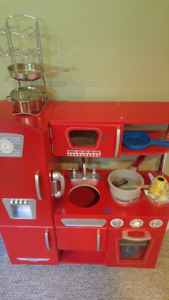 Kidkraft vintage kitchen with accessories